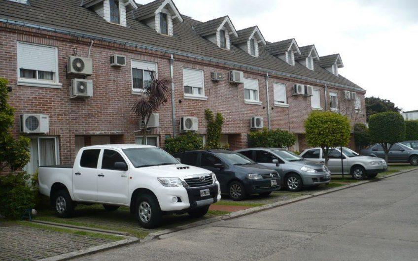 CARAPACHAY    Duplex en Barrio Cerrado