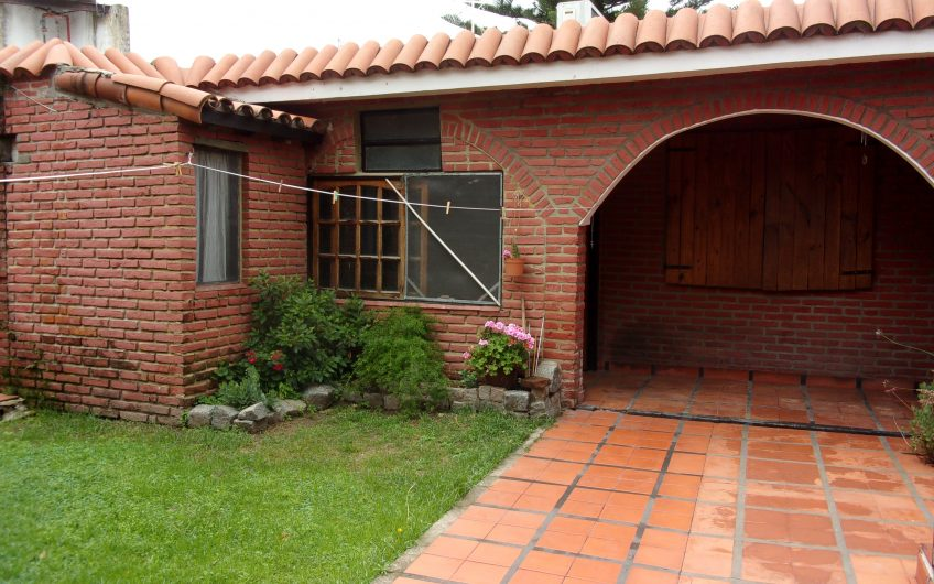 CASA 4 AMBIENTES con DEPENDENCIA EN CARAPACHAY –  PRIVILEGIADA UBICACIÓN